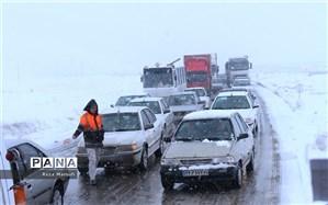 بارش برف و باران در جادههای ۱۰ استان