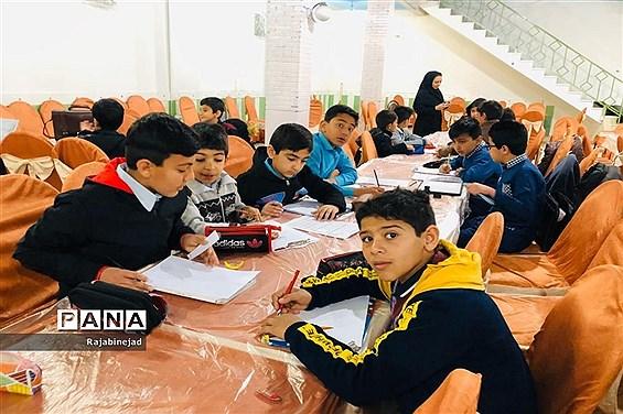 مسابقات هنرهای تجسمی پسران  در ابرکوه