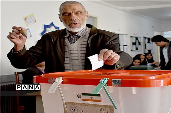حضور تماشائی بهابادی ها درپای صندوقهای رای