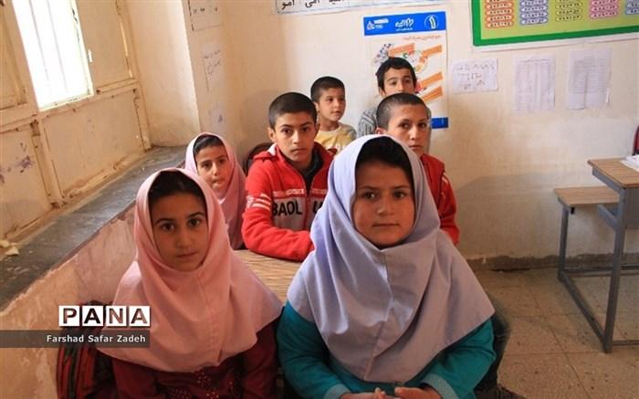 بازدید مدیرآموزش و پرورش عشایر خورستان از مدارس عشایری شهرستان باغملک