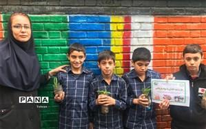 آموزش کاشت گل و گیاه با هدف آشتی دانش آموزان و فضای سبز در منطقه ۱۱