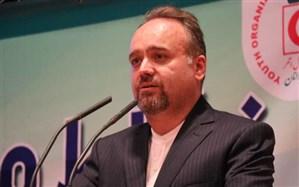 اکیپهای هلال احمر زنجان با حضور در خیابان های شهر موارد بهداشتی پیشگیری کرونا را به مردم هشدار می دهند