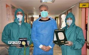 فرهنگی محلاتی مدال طلای مسابقات جهانی والیبال را به پرستاران اهدا کرد