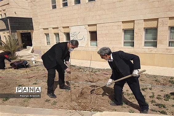 روزی همراه با درختکاری درسازمان دانشآموزی استان خراسان جنوبی