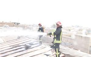 30 آتش نشان درحال اطفای 3منزل مسکونی در خیابان زند باریک
