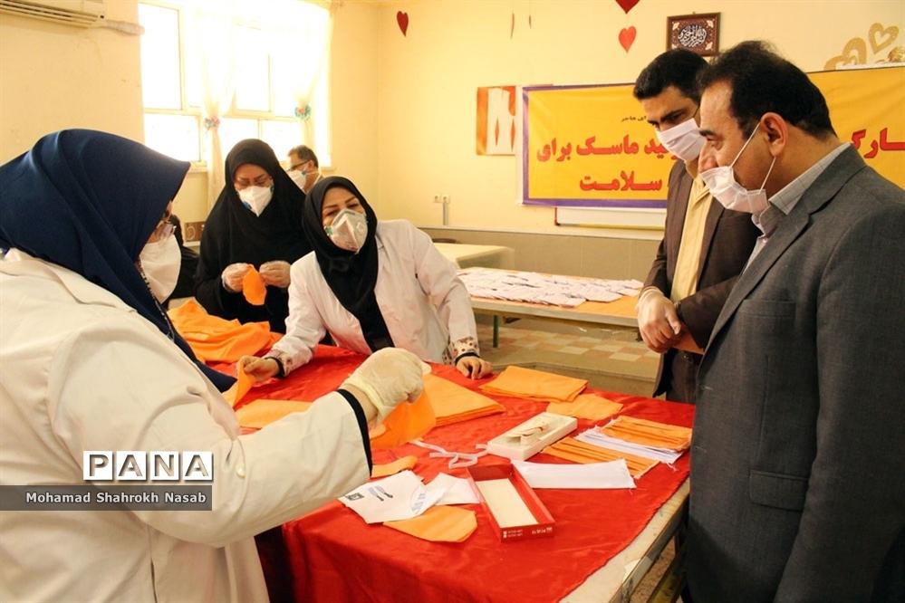 تولید روزانه 250 ماسک در هنرستانهای علوم و هاجر ناحیه 3 اهواز