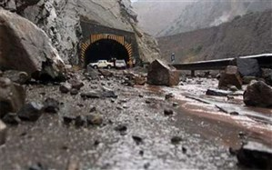ریزش سنگین کوه جاده چالوس را مسدود کرد