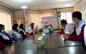 توزیع 240 بسته معیشتی و بهداشتی در خرمدره توسط هلال احمر