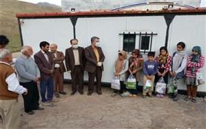 توزیع اولین بسته های آموزشی تولیدی آموزگاران به دانش آموزان محروم روستایی استان زنجان