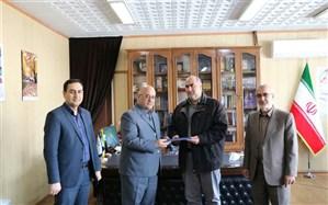 مدیرکل آموزش و پرورش آذربایجان غربى با اهداى لوحى از رییس سازمان دانش آموزى استان  تقدیر کرد