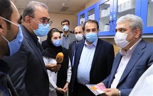 بازدید معاون علمی و فناوری رئیس جمهور از توانمندیهای مراکز رشد مستقر در دانشکده داروسازی شیراز