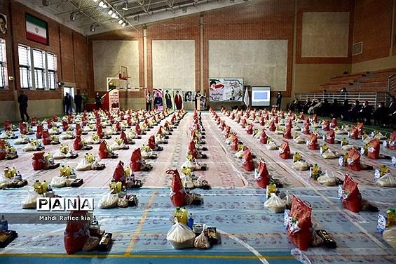 رزمایش همدلى ٣١٣بسته حمایتى به مدیریت آموزش و پروش ناحیه ٥ تبریز