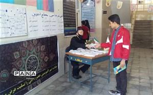توزیع ماسک و دستکش بهداشتی در دبیرستان امام هادی (ع) منطقه ۱۲