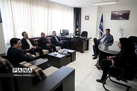 بازدید جمعی از مسئولان ذوب آهن اصفهان از خبرگزاری پانا