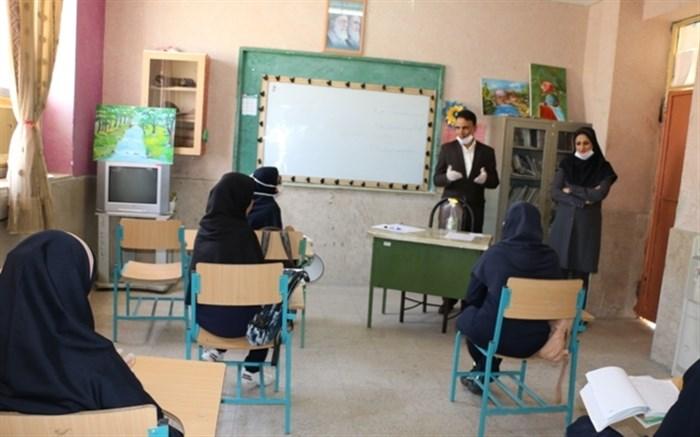 حضور دانش آموزان پایه دوازدهم بعد از تعطیلات کرونایی در مدارس