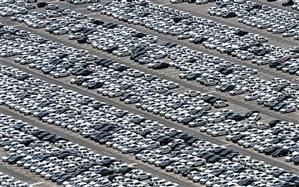 رضاحسینی: افزایش قیمت خودرو مردم را سردرگم کرده است