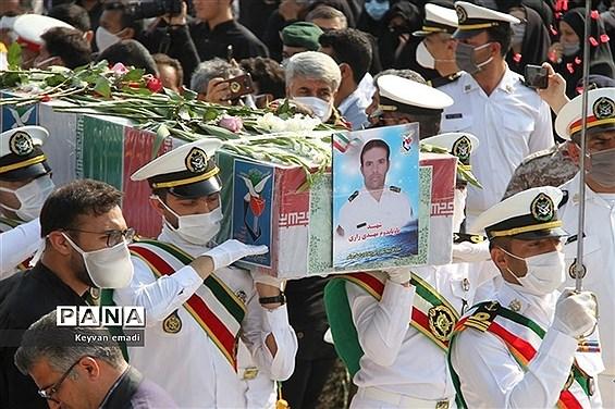 تشییع پیکر پاک ۵ شهید حادثه شناور کنارک نیروی دریایی ارتش در بوشهر