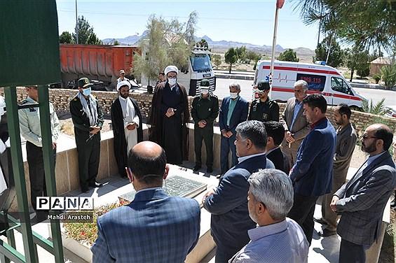 غبارروبی وعطر افشانی  مزار شهدای شهرستان خوسف به مناسبت سوم خردادماه