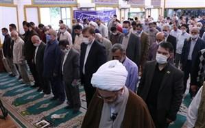 شرکت استاندار گیلان در مراسم اقامه نماز عید فطردر حسینیه   شهدای گمنام رشت
