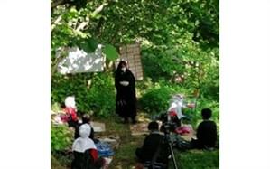 کلاس صحرایی دانش آموزان در باغ فندق اشکورات شهرستان  رودسر