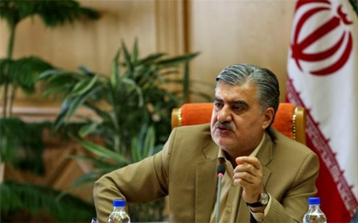 عبدالرضا عزیزی: در شرایط کنونی کشور اگر مجلس دعوا راه بیاندازد مردم ضرر میکنند