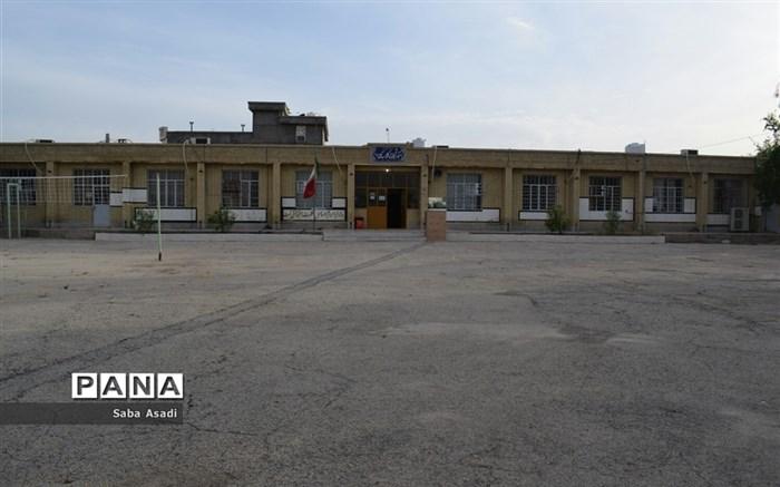 حضور دانشآموزان و معلمان در مدارس در روزهای کرونایی گلهدار