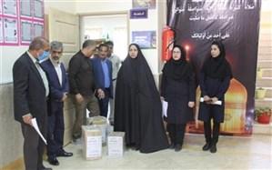 اهدای بستههای آموزشی به دانش آموزان کمیته امداد در سیستان و بلوچستان