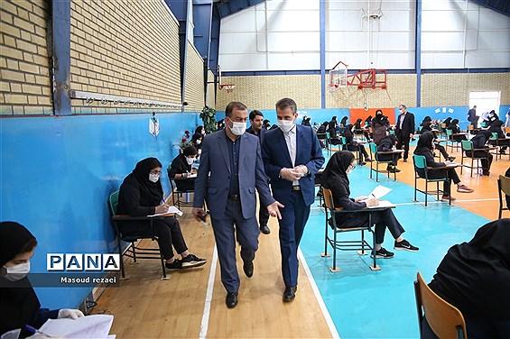 بازدید فرماندار ویژه میانه از حوزه های برگزاری امتحانات نهایی