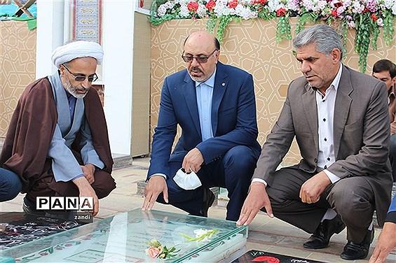 حضور مشاورمعاون پرورشی وزارت آموزش وپرورش در گلزاری شهدای کرمان