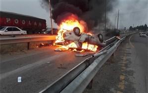 مصدومیت ۵ نفر بر اثر حریق خودرو