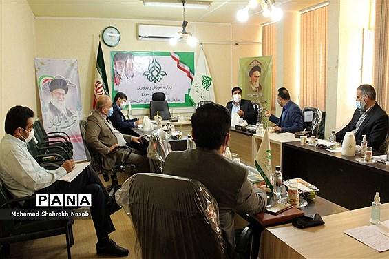 نشست کارگروه ساماندهی و نظارت بر تهیه  و توزیع لباس فرم دانشآموزان  خوزستان