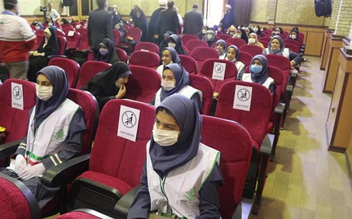 دیدار دانش آموزان پیشتاز سازمان دانش آموزی با نماینده ولی فقیه گیلان