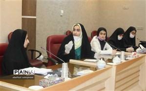 دیدار جمعی از دانش آموزان دختر آوج با مشاور استاندار قزوین