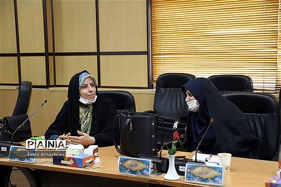 نشست هماندیشی کارشناسان امور بانوان ادارهکل آموزش و پرورش شهر تهران