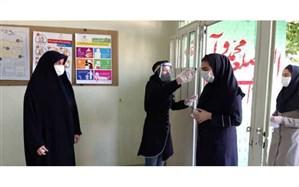 بازدید معاون پرورشی و تربیت بدنی منطقه15 از حوزه امتحانی مدرسه شهید نیکبخت