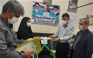 از دختران کارکنان  مدیریت آموزش و پرورش شهرستان دشتی  تجلیل شد