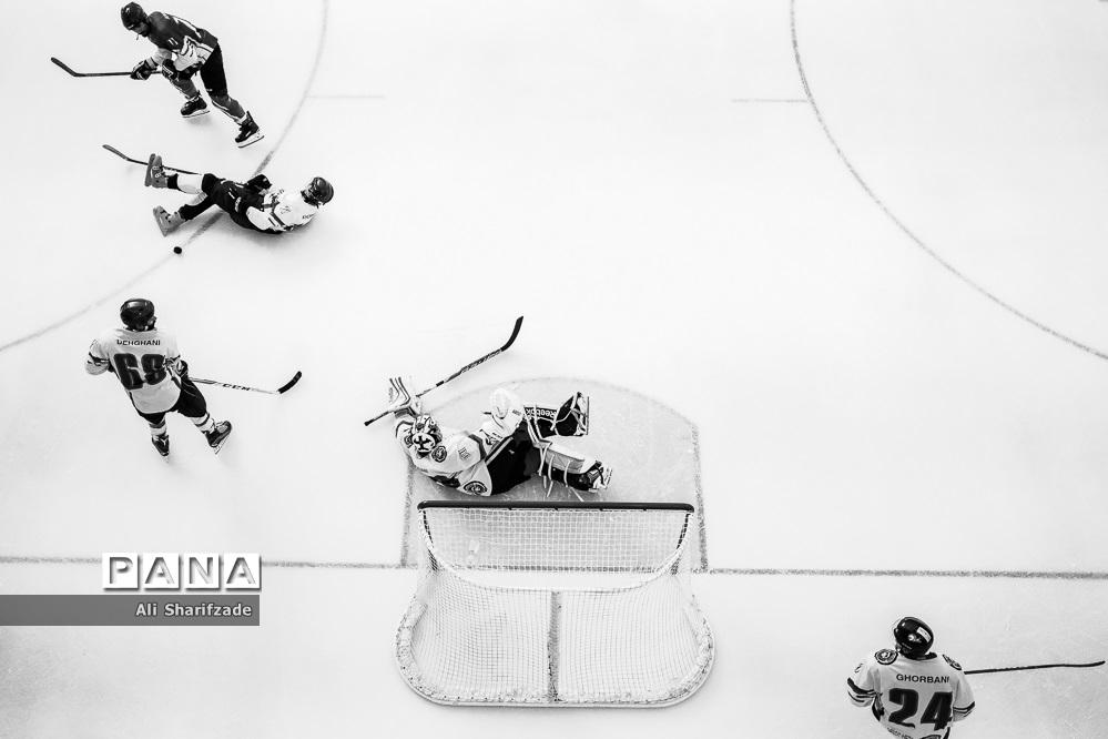 مسابقات هاکی روی یخ