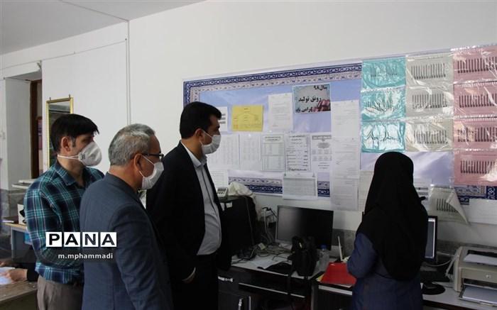 بهمن صفرپور در بازدید سرزده ناظر پروسه ثبت نام دانشآموزان در مدارس شهرستان بود