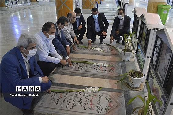 تجدید پیمان معاون جدید پرورشی و فرهنگی ادارهکل آموزش و پرورش استان بوشهر با شهدا