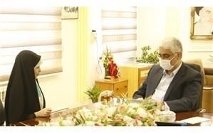 دیدار دانش آموز نویسنده با مدیرکل آموزش و پرورش استان گیلان