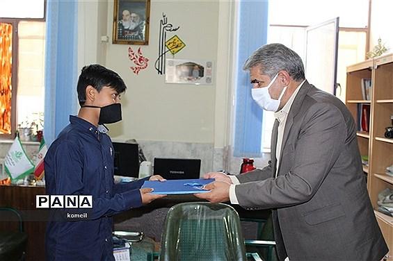 تجلیل از خبرنگاران پانا توسط رئیس سازمان دانش آموزی استان کرمان