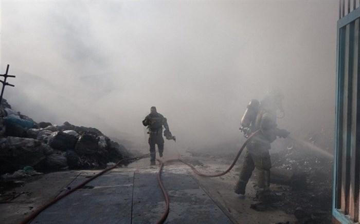 آتشسوزی سوله نگهداری ضایعات پلاستیک در جاده ورامین + تصاویر