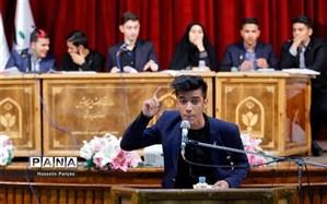 مجلس دانش آموزی باعث تکامل جامعه دانش آموزی می شود