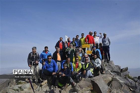 صعود گروه کوهنوردی فضل نی ریز به قله4375 متری لاله زار کرمان