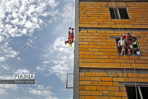 مراسم رونمایی از تجهیزات جدید سازمان آتشنشانی و بهرهبرداری از ایستگاه ۱۳۲ سازمان آتشنشانی