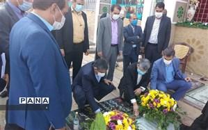 ادای احترام رئیس مرکز هماهنگی حوزه وزارتی آموزش و پرورش به مقام شهید سپهبد حاج قاسم سلیمانی