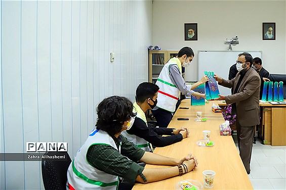 تجلیل از خبرنگار دانشآموزان پانای شهر تهران