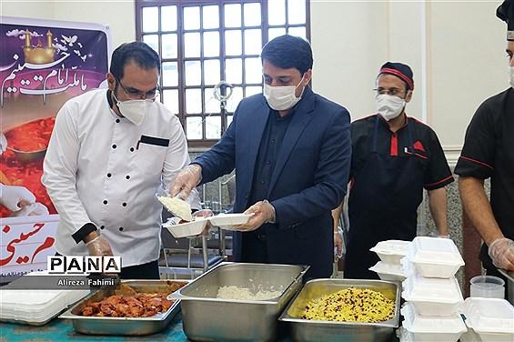 افتتاح آشپزخانه توزیع غذای گرم میان خانوادههای نیازمند آسیب دیده از کرونا