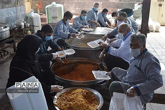 توزیع غذا تبرکی در شهرستان خوسف