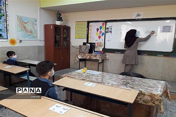 اولین دیدار معلم و دانش آموز در شرایط کرونایی